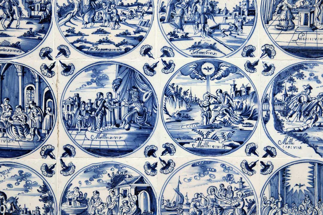 Detailed porcelain with different scenes on various different tiles