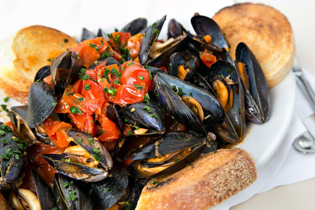 Naples style mussels with tomatoes and bread