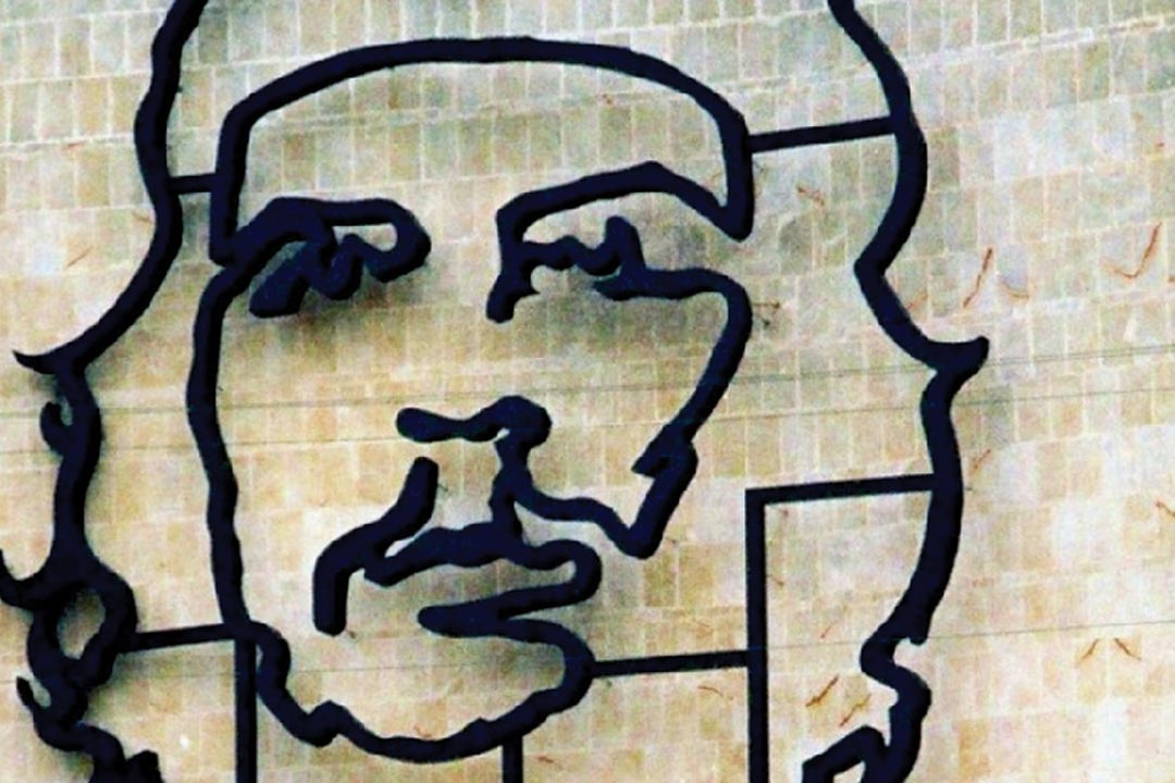 A modern image on the side of a building of Che Guevara's face
